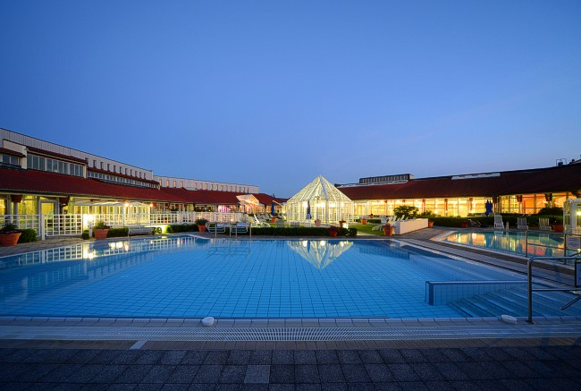Limes Therme in Bad Gögging bei Nacht